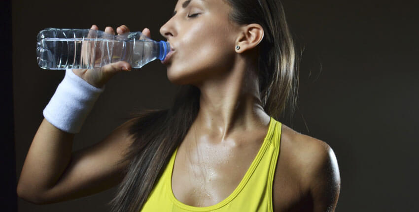 woman drinking water for fat loss