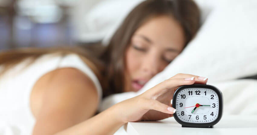 woman need to get more sleep to burn fat